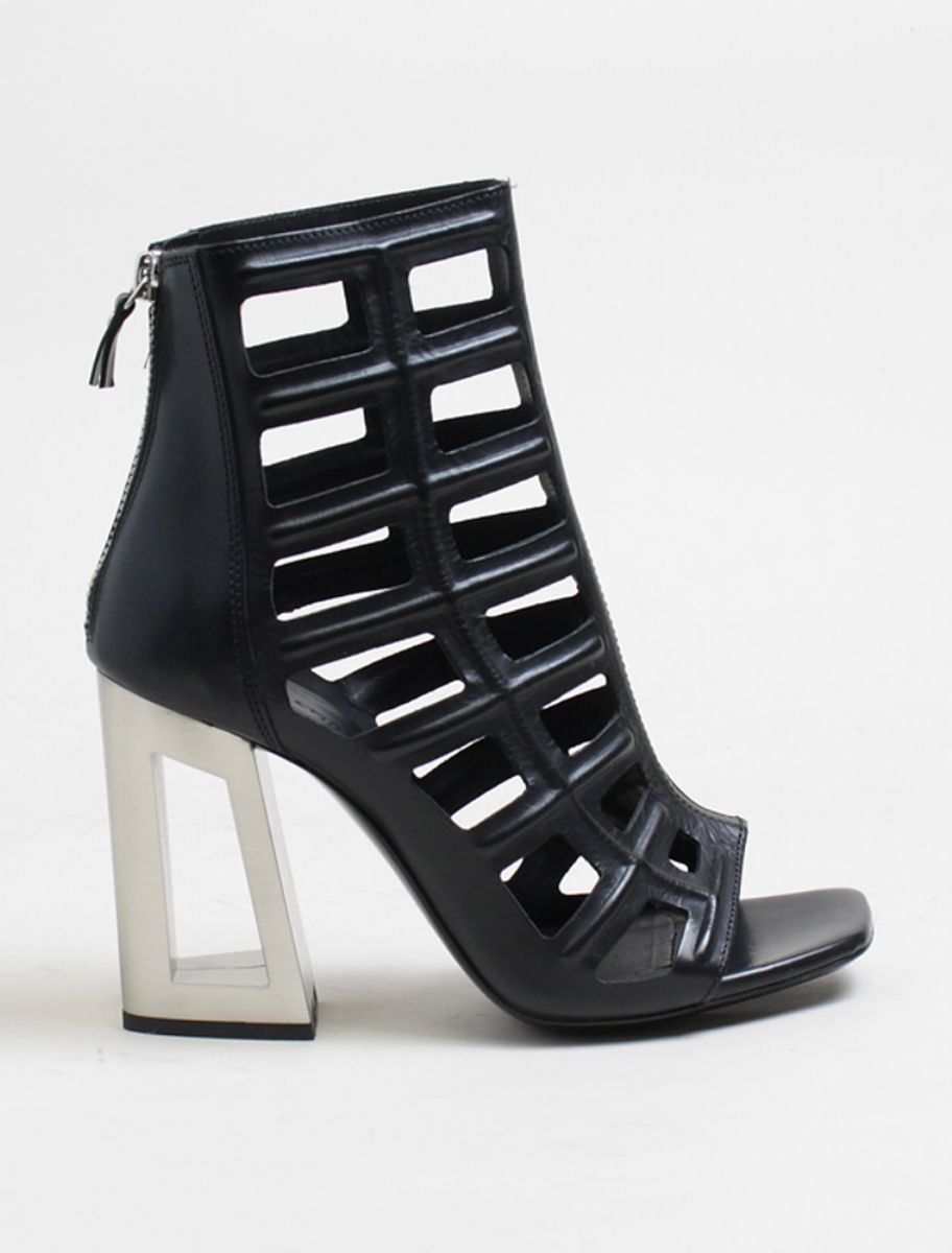 Vic Matiè black cage metal heel