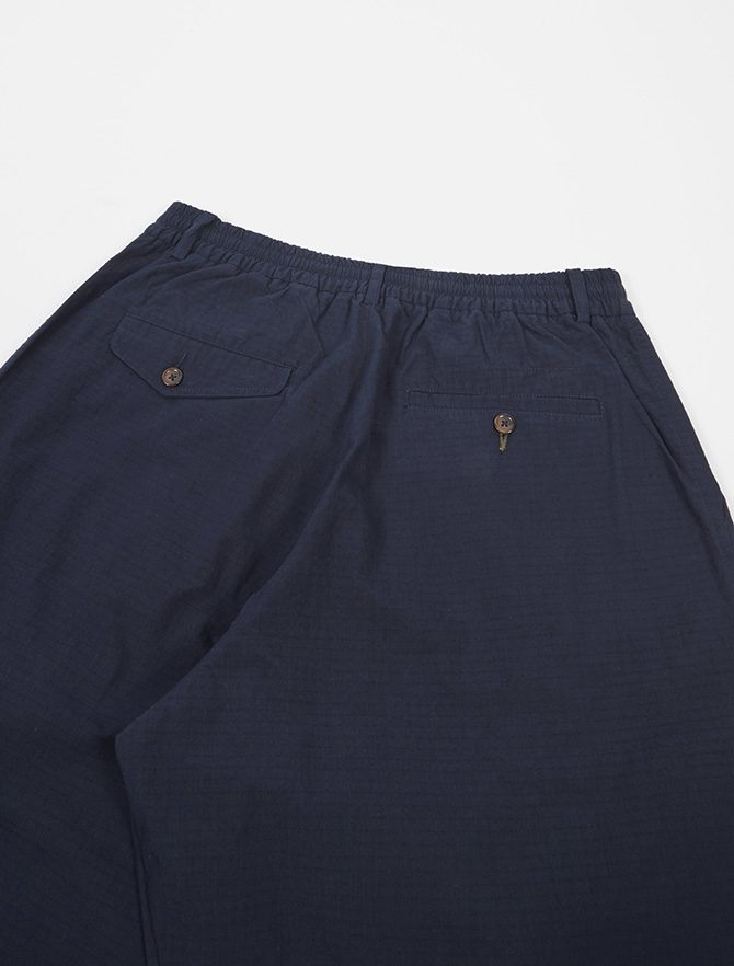 Universal Works Pleated Track Pant Ripstop Navy dettaglio dietro