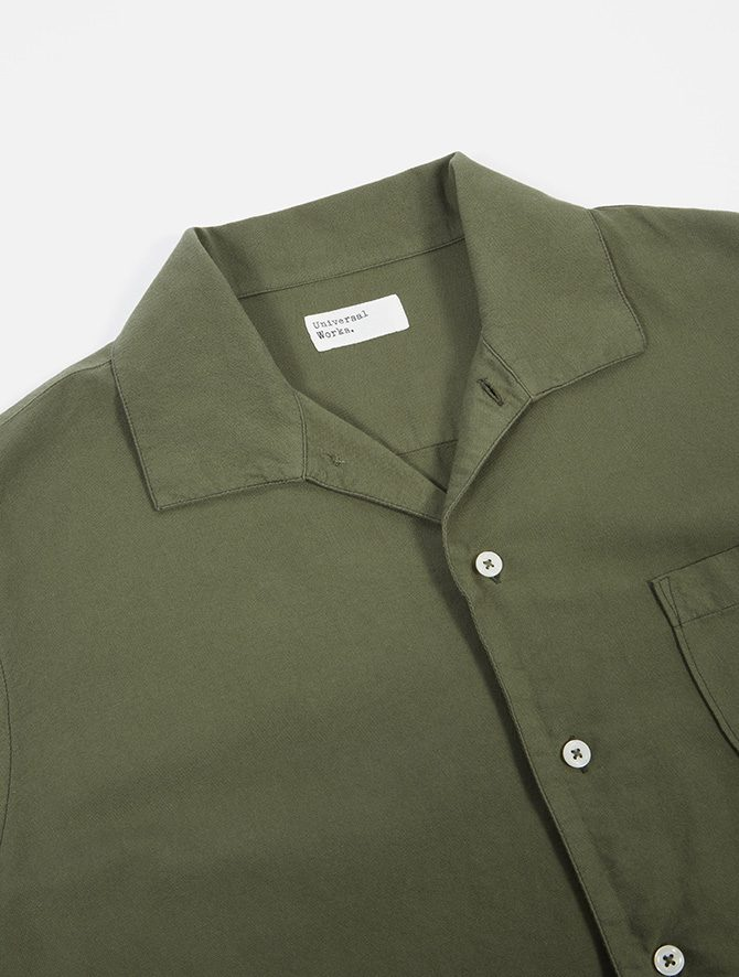 Universal Works Open Collar Shirt Oxford light olive dettaglio collo