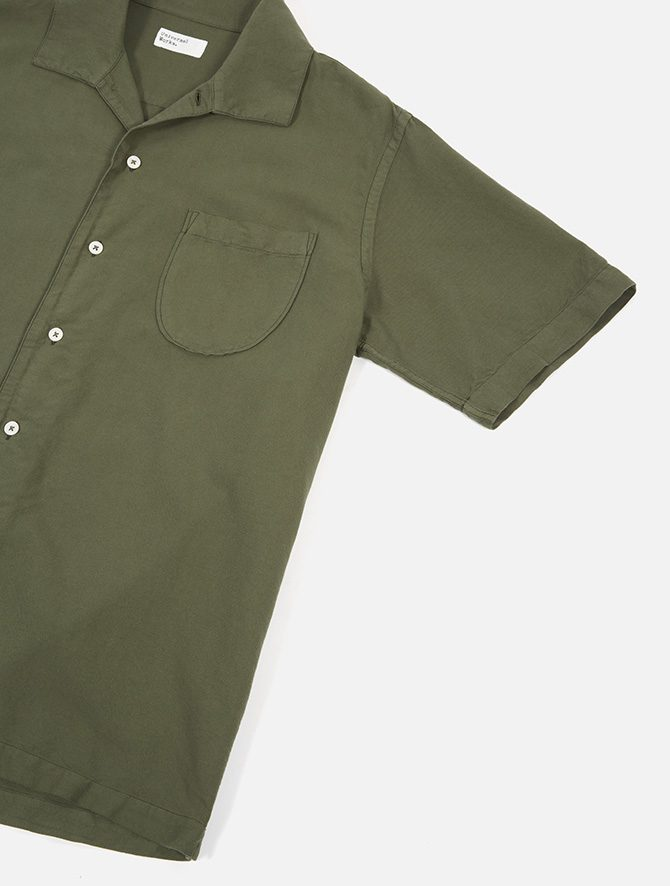 Universal Works Open Collar Shirt Oxford light olive dettaglio manica