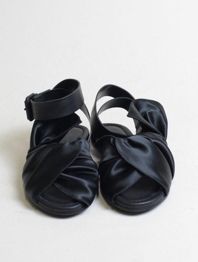 Vic Matié sandalo flat drappeggio nero frontale
