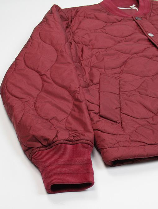 Universal Works Carlton Jacket Nylon Claret dettaglio polsino