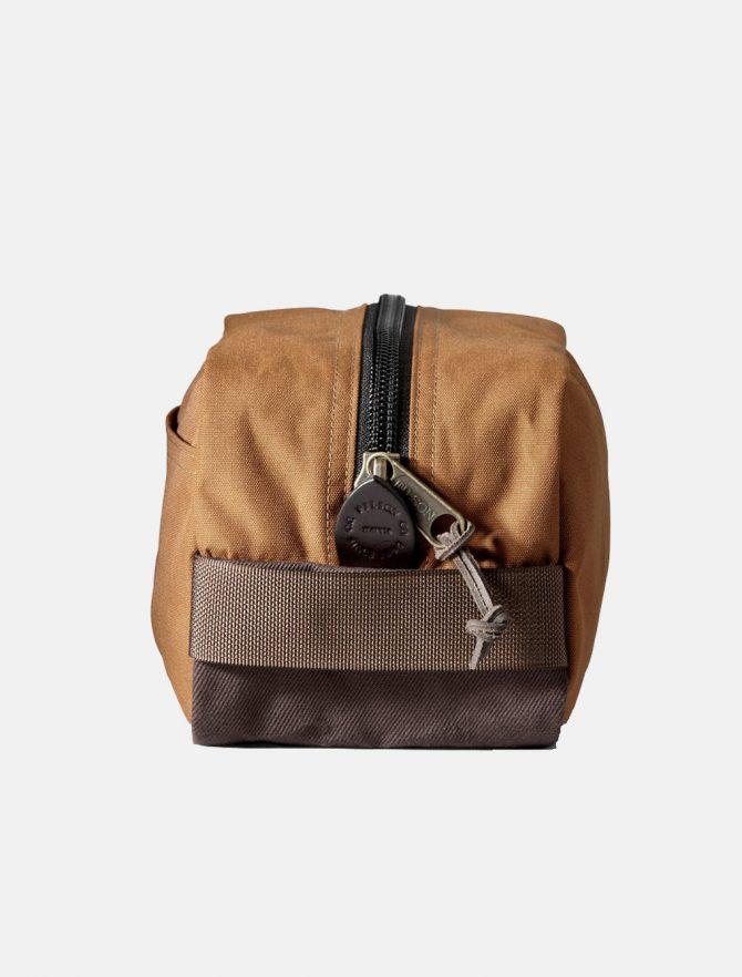 Filson Travel Pack Whiskey dettaglio zip